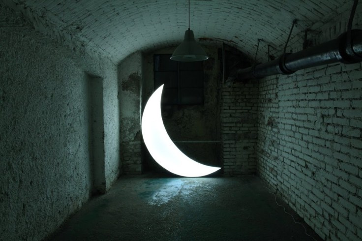 Leonid Tishkov, Private Moon, 2003, light object